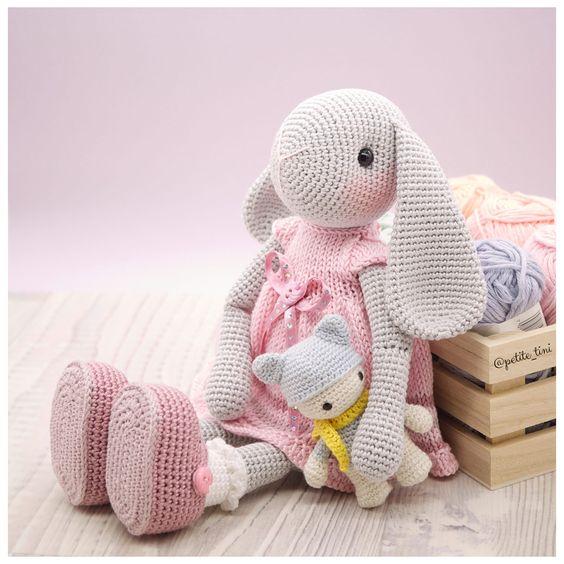 Pretty Bunny amigurumi in pink dress | Easter crochet patterns ... | 564x564
